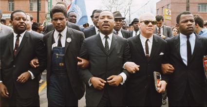 Martin Luther King und James Foreman (in Overall) von der SNCC
